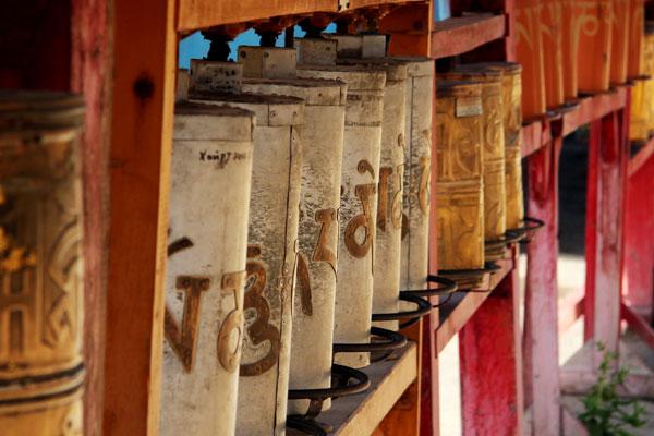 buddyjski młynek modlitewny