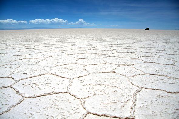 Salar de Uyuni, pozostałość po wyschniętym słonym jeziorze, o powierzchni ponad 10500 km2