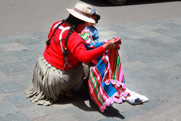 Białe kapelusze wskazują na cholity z rodu plemienia Quechua.