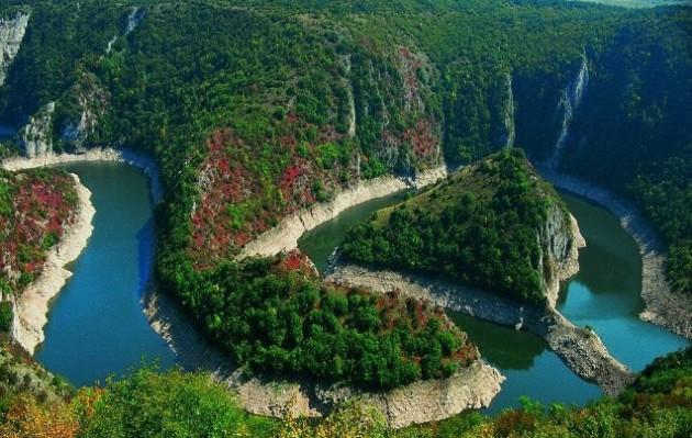 Serbia. Kanion rzeki Uvac. Żródło: turystyka.wp.pl
